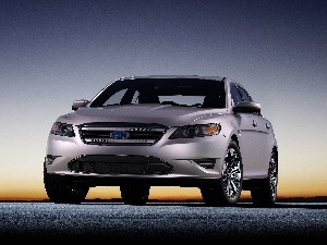 Ford Taurus, commercial