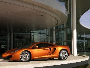 McLaren MP4-12C, saloon